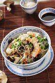 Noodles with prawns and shiitake mushrooms (China)