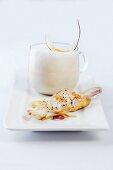 Kokos-Zitronengras-Suppe mit Geflügelsate
