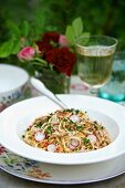 Spaghetti with radishes and parsley