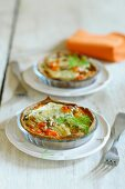 Savoury tartlets with fennel in glass dishes