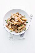 Rigatoni with veal strips and mushrooms