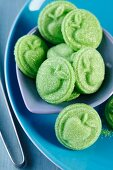 Grüne Zuckerplättchen mit Apfelrelief