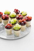 Cup-shaped tartlets filled with zabaglione and grapes