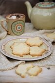 Leaf shaped shortbread cookies