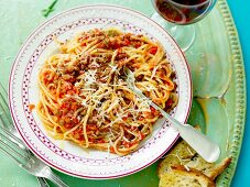 Spaghetti with a lentil and tomato sauce