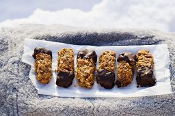 Muesli bars with chocolate glaze