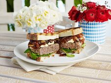 Burger made with roasted white bread and mushrooms