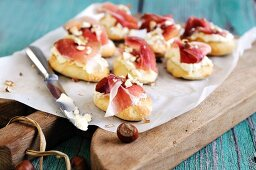 Canapés with cream cheese and smoked Italian ham