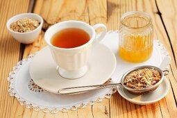 Pimpinella tea, honey and dried tea leaves