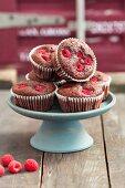 Brownie muffins with raspberries