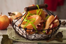 Focaccine with bacon and apple
