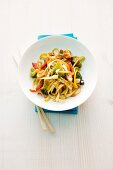 Quick bami goreng with broccoli and pepper (seen from above)