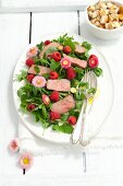 Rocket salad with lemon balm, roast beef, raspberries and daisies