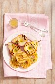 Grilled pears and grilled pineapple slices (seen from above)