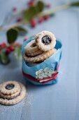 Terrassenplätzchen (jammy biscuit stacks) as a gift
