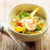 Oriental vegetable soup with prawns and chicory