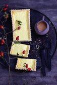 Rosehip tart, sliced