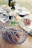 Table decoration for a Provençal dinner in the garden
