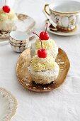 Sponge cakes with coconut buttercream and coconut liqueur