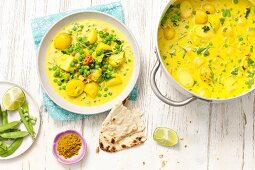 Vegetable curry with potatoes and peas