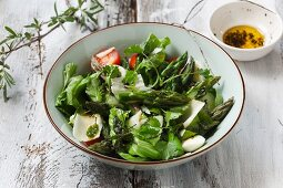 Asparagus salad with tomatoes and Parmesan