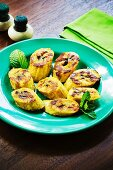 Fried plantains with cinnamon and mint (Caribbean)