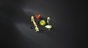 Banana and pistachio ice cream with banana compote, sweet parsley pesto, avocado and caramel brûlee, sweet tomatoes and roasted peanuts (flavour pairing)