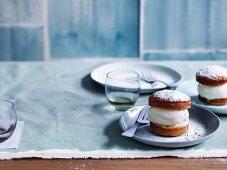 Vanilla puffs with milk ice-cream