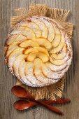 Gezuckerte Apfeltarte mit Honig