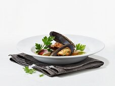 Mussel soup with coriander and coarse sea salt