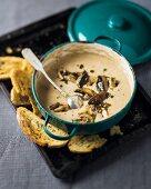 Quick mushroom soup with leek and crispy bread
