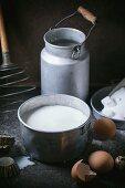 Nostalgisches Stillleben mit Zutaten für Pancakes