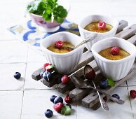 Crème brûlée with raspberries and blueberries