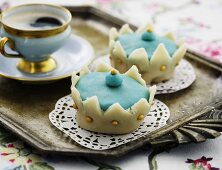 Crown cakes with espresso