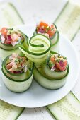 Cucumber rolls filled with tomatoes