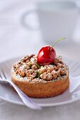 Cherry and pistachio tartlet with crumbles