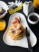 Pancakes with figs and oats
