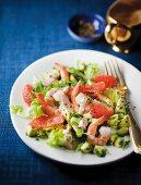 Avocado salad with prawns and grapefruit