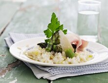 Asparagus risotto with raw ham