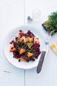 Rote-Bete-Salat mit Ananas und Granatapfelkernen