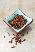 Cloves in a blue dish
