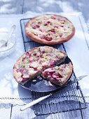 Rhubarb crumble cake with poppyseeds