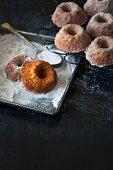 Mini Bundt cakes with maple syrup, apple and cinnamon sugar