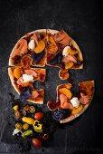 Pizza-Puzzle mit Räucherlachs und Cranberrysauce