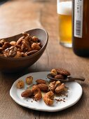 Roasted nuts with an aromatised spice mixture