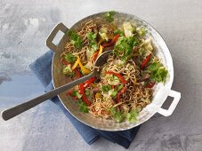 Stir-fried noodles with beef, peppers and coriander
