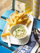 Chips with tartare sauce