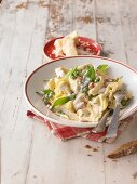 Tortellini with peas, bacon and a creamy sauce