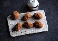 Nutmeg truffles with cocoa