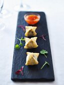Wontons filled with mushrooms and feta cheese